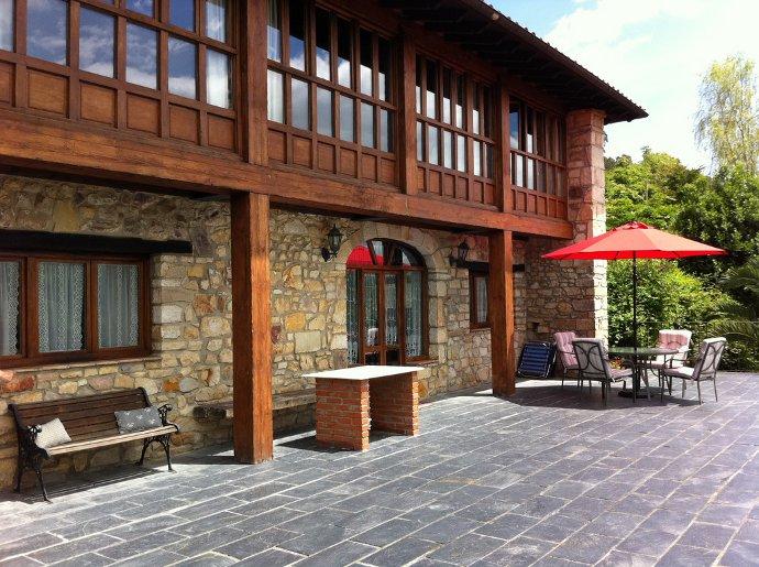 El alloro casa rural llanes for Casas rurales en asturias con piscina climatizada